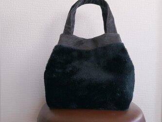 フェザーボアxコーデュロイのふっくらトートバッグの画像