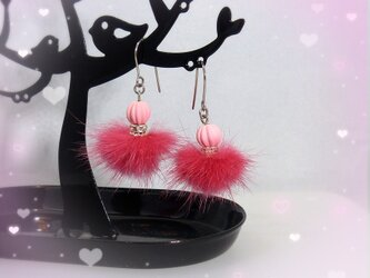 ピンクのバレリーナ☆ファーピアス ホムポムの画像