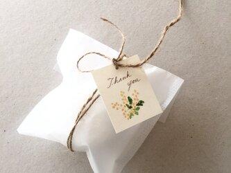 小さなミモザのメッセージカード タグの画像