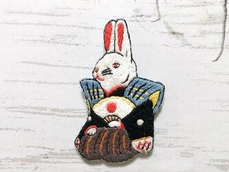 手刺繍日本画ブローチ*川崎巨泉「伏見割松家作兎」の画像