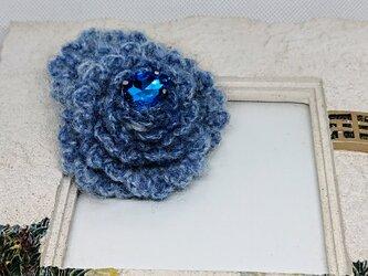 ふわもこ青の薔薇・冬のブローチの画像