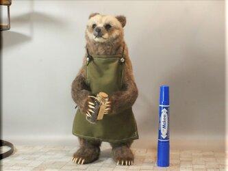羊毛フェルト 熊 バリスタ風グリズリーさん ハイイログマ クマ 熊フィギュアの画像
