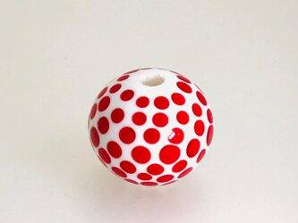 赤のドットのとんぼ玉の画像