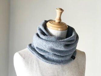 縮絨Woolの筒編みふっくらねじりスヌード Grayの画像