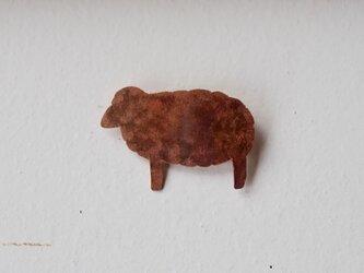 羊ブローチ(銅/焦がし)の画像