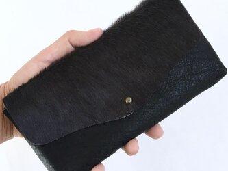 牛毛皮と牛シュリンクレザーと牛床ベロアのシンプル長財布[ダークグレー×ブラック]の画像