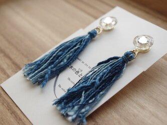 Japan blue ガラスのボタンと藍染糸タッセルのイヤリング 3色ミックス(納戸+浅葱+かめのぞき)の画像
