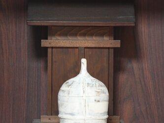 釣鐘型の素焼きの物入れの画像