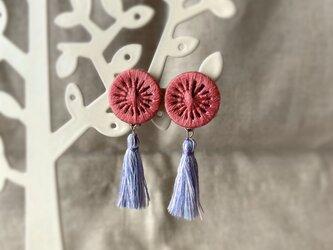 糸ボタンタッセルイヤリング(pink)の画像
