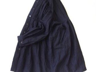 リネン ウール サージ ワッシャー・スタンドカラー・タックチュニックの画像