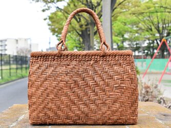 山葡萄(やまぶどう)籠バッグ | 斜め網代編み | 巾着と中布付き | (約)幅32cmx高さ22cmx奥行12cmの画像