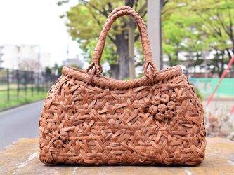 山葡萄(やまぶどう)籠バッグ   六角花束嵌入乱れ編み   中布と内ポケット付き   人気作品の画像