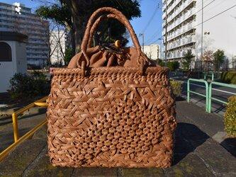 山葡萄(やまぶどう)籠バッグ   六角花嵌入乱れ編み   巾着と中布付き   (約)幅32cmx高さ25cmx奥行12cmの画像