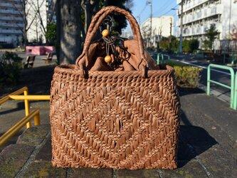 山葡萄(やまぶどう)籠バッグ | 小柄桝網代編み | 巾着と中布付き | (約)幅32cmx高さ25cmx奥行12cmの画像