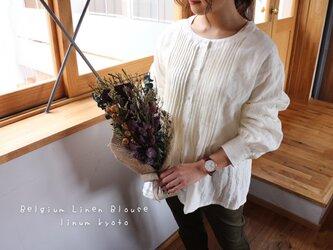 【M〜L】○心地良く優しいリネン服○洗い込まれたくったりベルギーリネンで魅せる、ピンタックブラウス(ホワイト)の画像