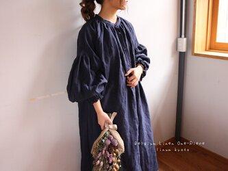 ○心地良く優しいリネン服○くったりベルギーリネンで魅せる、ボリュームいっぱい袖のギャザーシャツワンピース (ネイビー)の画像