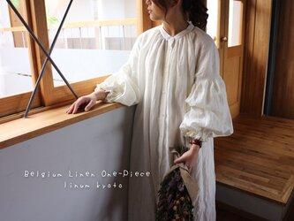 ○心地良く優しいリネン服○くったりベルギーリネンで魅せる、ボリュームいっぱい袖のギャザーシャツワンピース (ホワイト)の画像