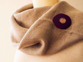 漆塗り花ブローチ「華紫」 冬のコーディネイトに 和風アクセサリーの画像