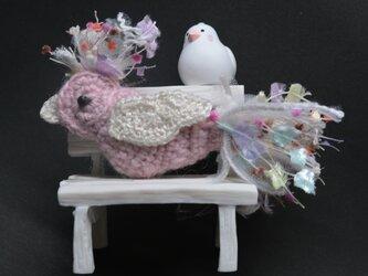 ブローチ・桃色の鳥の画像