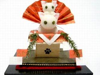 にゃんこのしっぽ〇しろねこ鏡餅グリーンアイ〇お正月〇猫〇ミニチュア〇ドールハウスの画像