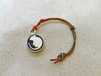 銀製の鈴 『 ねずみのシルエット 』 (シルバー925) 根付・バッグチャームの画像