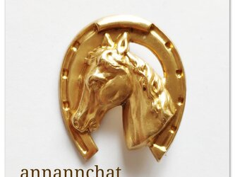 【 馬と馬蹄  真鍮のブローチ】男性にも ラッキーモチーフ の画像
