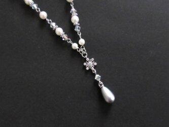 雪の結晶とスワロフスキーのY字ネックレス(受注制作)の画像