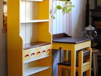 レモンイエローのパタパタデスク&飾り棚セットの画像