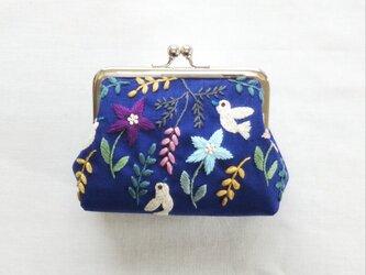 草花と小鳥のがま口 青の画像