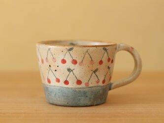 ※S様オーダー品※粉引き赤とピンクのさくらんぼとブルーボーダーのカップと手びねりカラフルドットねこのカップの2点。の画像