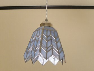 ホワイトブルーのヘリンボーン(ステンドグラスペンダントライト)吊り下げ照明・ガラス Lサイズ・38の画像