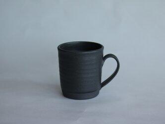 スラリと背の高いマグカップ 黒の画像