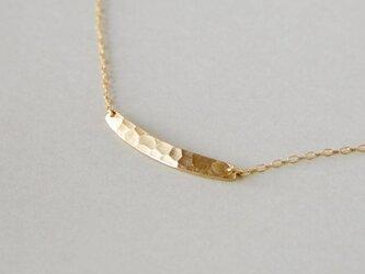 鎚目模様の真鍮ネックレスの画像