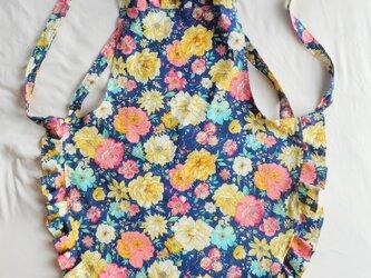 花柄・ブルー/コットン100%の大人フリルエプロンの画像