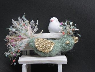 ブローチ・ミントの鳥の画像