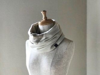 温度を纏う 純カシミヤのふわふわBi-colorねじりスヌード White/Beigeの画像