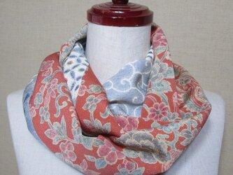 着物リメイク 上質な唐花模様の縮緬着物×花文様の辻ヶ花の小紋からスヌードの画像