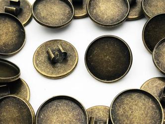 送料無料 ミール皿 セッティング 台座 留め具 留め金具 付き 金古美 20個 ヘアゴム アクセサリー パーツ (AP0519)の画像