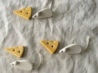 お得セット【陶土】ネズミとチーズのブローチ セットの画像