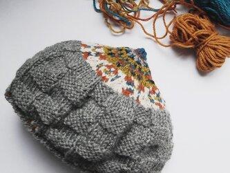 編み込みどんぐりニット帽の画像
