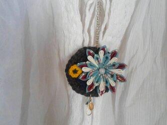 つまみ細工&ニットのお花のネックレスの画像
