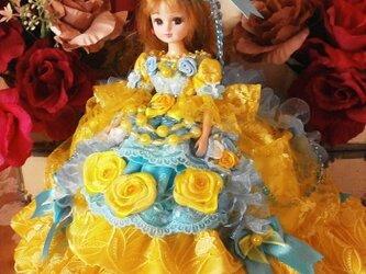 パッションカラーのエアリードレス 輝く水色コントラストのプリンセスドールドレスの画像