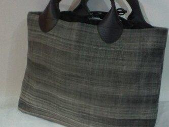 麻に墨染めバッグの画像