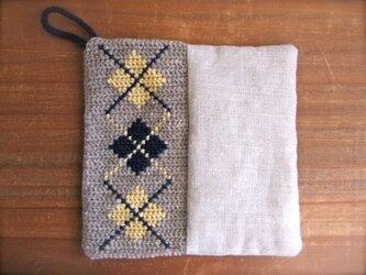 ツヴィスト刺繍とリネンのポットマット アーガイルチェックの画像