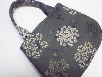 カルミアの花(濃ブルーグレー) まるまるトートの画像