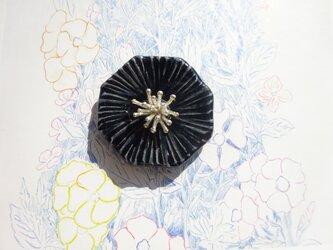 花のbroach(ミヤコワスレ)黒の画像