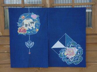 筒描藍染のれん「猫と牡丹」の画像