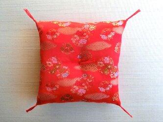sさまオーダー 置物用お座布団 西陣織金襴 赤色流雲 15cm角の画像