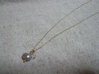 淡水パールとスワロフスキビーズのネックレスの画像