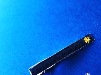菊 御旗 一輪 -Kiku Mihata Ichirin-(ネクタイピン)【和柄アートアクセサリー】の画像